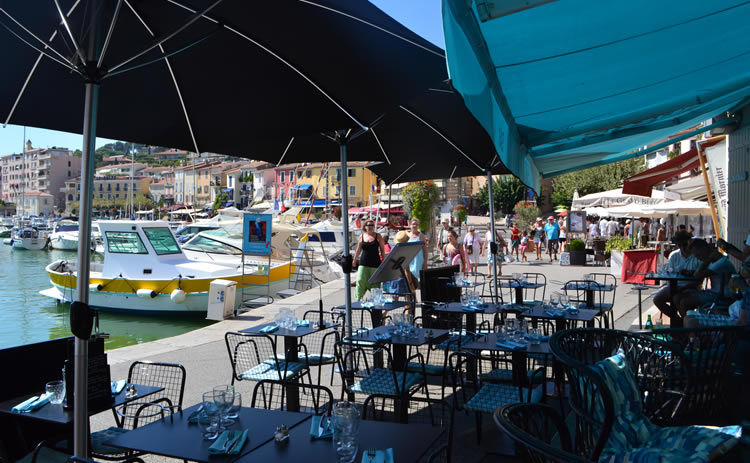 Cafe, Cassis harbour
