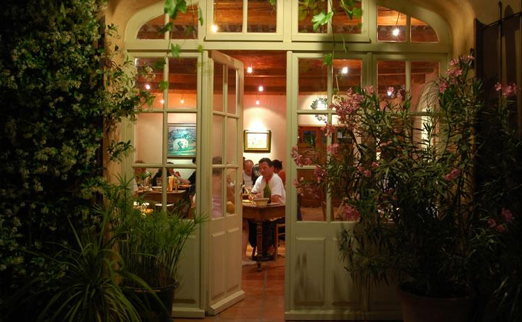 Mas_des_Gres_dining_room
