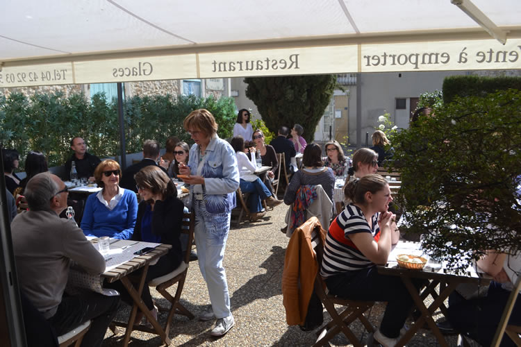 Provence-village-life_0812